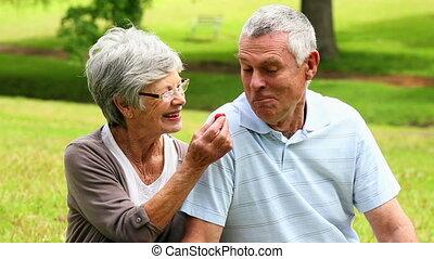 senior, aanhankelijk, paar, kletsende