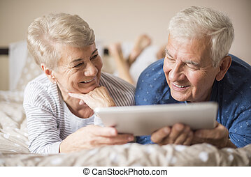 Senior adults browsing the Internet together