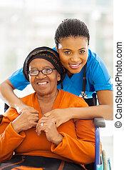 senior, afrikansk, avstängd kvinna, caregiver
