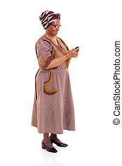 senior, afrikansk kvinna, användande, smart, ringa