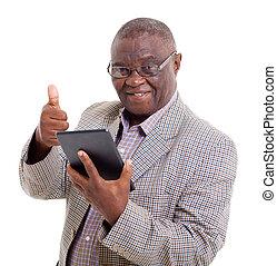 senior, afrykański człowiek, z, tabliczka, komputer