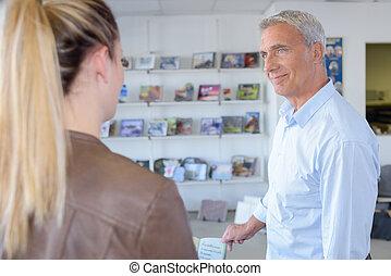Senior agent with female client