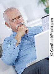 senior, användande, a, laptop