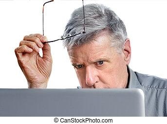 senior, användande laptop
