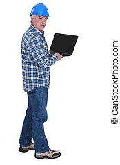 senior, arbeider, vasthouden, draagbare computer