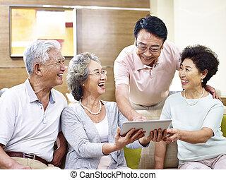 senior, asiat, kopplar, användande, kompress, dator