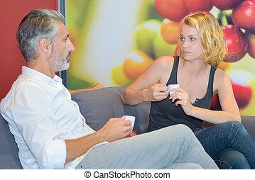 senior bábu, és, young hölgy, having kávécserje