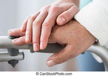 senior, behulpzaam, hand