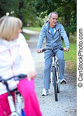 senior, biking