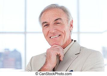 senior, biznesmen, szczelnie-do góry, s, uśmiechanie się