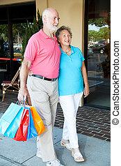 senior boodschapend doend, paar, gaat, vrolijke