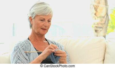 senior, breiwerk, vrouw