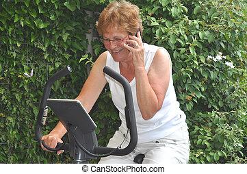 senior, businesswoman, gør, en, workout