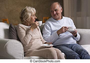 Senior citizens drinking tea - Elderly people sitting on the...