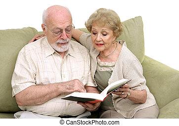 senior, czytanie, para, razem