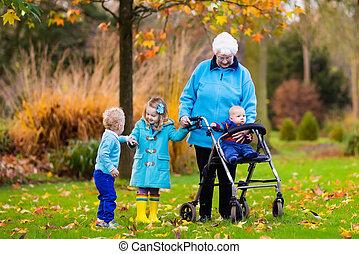 senior, dame, hos, gående, nyd, familie besøg