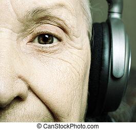 senior DJ