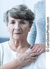 Senior, förtvivlan, kvinna
