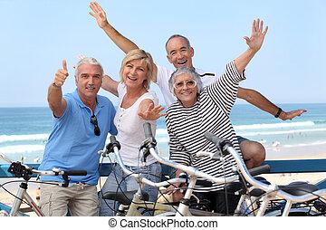 senior, fietsen, groep, mensen