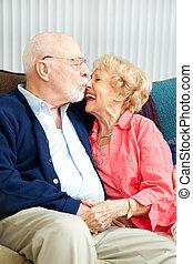 senior, flirtując, para, śmiech