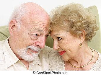 senior, flirtując, para