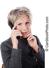 senior, gebruik, betrokken, vrouw, telefoon