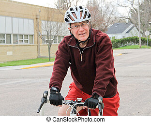 senior hím, képben látható, fut bicikli, 3