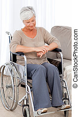 senior, haar, nadenkend, wheelchair
