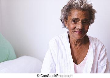 senior, hem, medan, glada leende, sjukvård, kvinna sitta