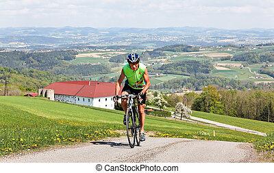 senior, het berijden van een fiets, op, een, straat bike