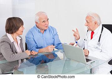 senior, het bespreken, paar, arts