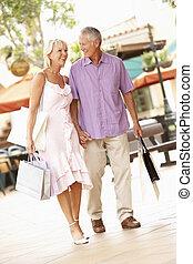 senior, het genieten van, shoppen , paar, uitstapjes