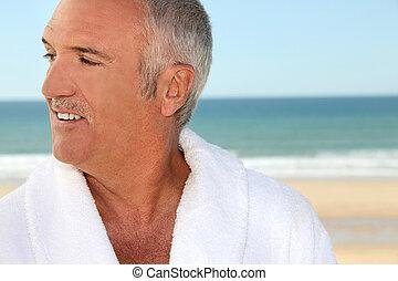 senior, kąpielowy szlafrok, człowiek
