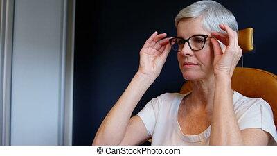 senior, kliniek, aanpassen, brillen, 4k, vrouw