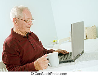 senior, komputer, laptop, człowiek
