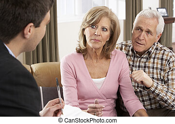 senior koppel, klesten, met, financiële adviseur
