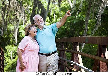 senior koppel, sightseeing