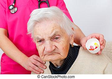 senior kvinde, hjem hos