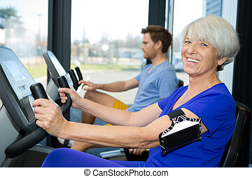 senior kvinde, ind, fitness centrer