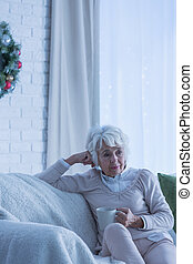 Senior, kvinna, trist