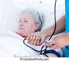senior, lögnaktig, sjukhus, sjuk blomsterbädd, kvinna