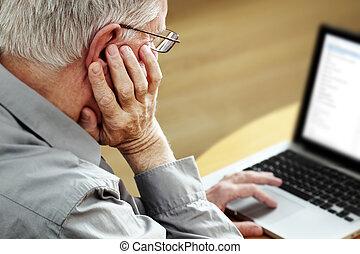 senior, laptop