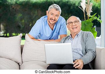 senior, laptop, man, sköta, lycklig