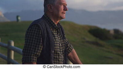 Senior man looking away - Side view of a senior Caucasian ...