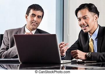 Senior manager and junior professional having meeting