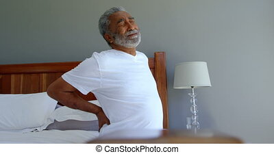 senior, niższy, czarnoskóry, dom, wygodny, prospekt, przytrzymując, człowiek, 4k, łóżko, przód, posiedzenie