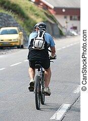 senior, op een fiets