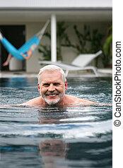 senior, pływacki wrębiają, człowiek