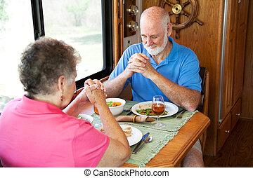 senior, -, para, pora na posiłek, modlitwa