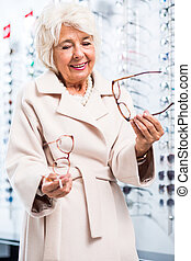 Senior patient with sight problem